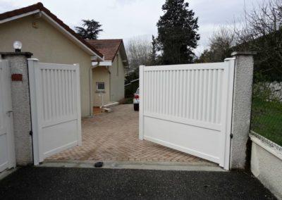 Ouverture-portail-2-vantaux-dauphine-stores-et-fermetures